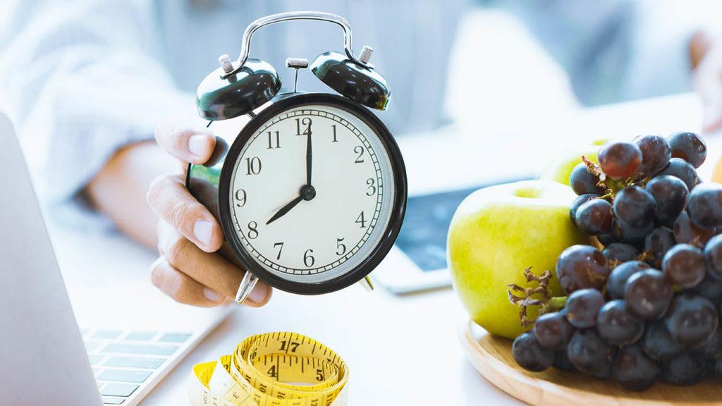 て 16 食べ 時間 もの 断食 いい