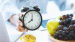 16時間プチ断食(間欠的ファスティング)のやり方と方法──ダイエットやデトックス、内臓疲労回復の効果も